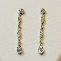 Boucles doreilles serties diamants or blanc 18 cts