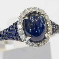 Bague saphir Cabochon entourage diamants or 18 cts