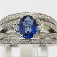 Bague saphir de Ceylan 2 diamants poire or 18 cts